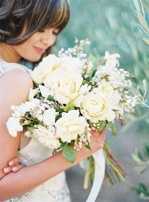 garden wedding inspiration bridal bouquet yellow white
