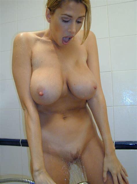 Slutty MILF Showers Her Pussy 13250