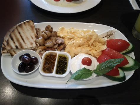 mediterranean breakfast cafe neptune sydney