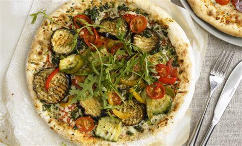 pizza vegetariana la ricetta sfiziosa da fare  casa