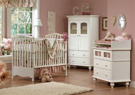 Vintage Bedroom Design Ideas With White Cupboard And