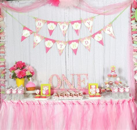 polka dot sweet shoppe 1st birthday party pizzazzerie a cupcake themed 1st birthday party with paisley and polka