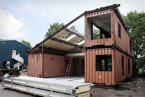 Günstig Häuser Bauen by Baustelle Mit Wohncontainer Grundelementen Bild Argency