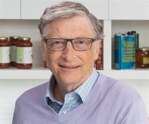 Bill Gates Biography - Childhood, Life Achievements & Timeline