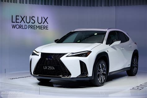 2019 Lexus Ux 250h Shows Off Its Spindle Grille In Geneva