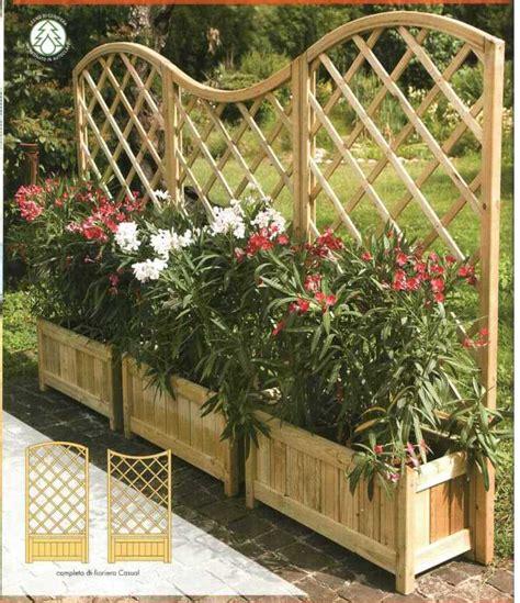 fioriere in legno con grigliato fioriere in legno con grigliato