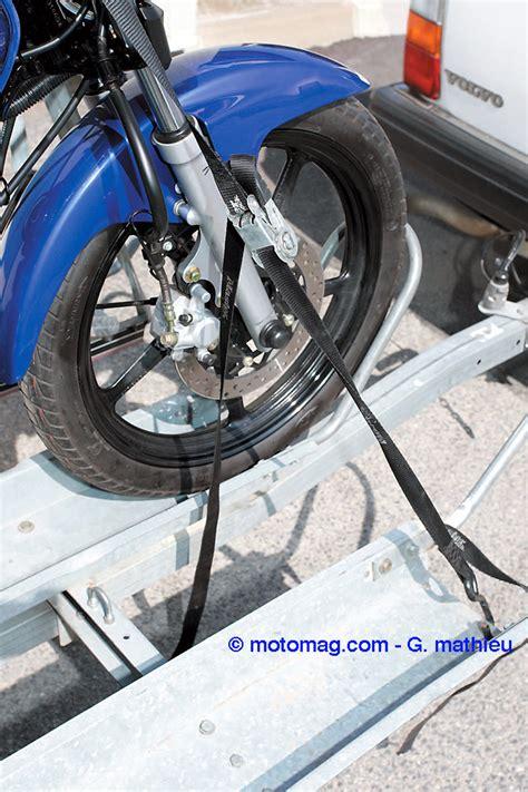 arrimer sa moto sur une remorque moto magazine leader de lactualite de la moto  du motard