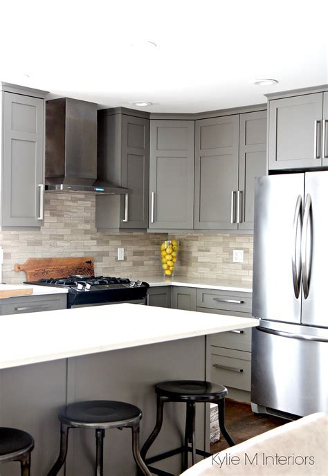 Kitchen painted Benjamin Moore Amherst Gray with white