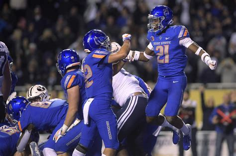 boise state stops byu short   goal   final play