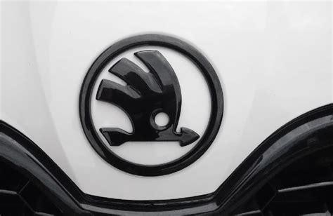 skoda emblem schwarz skoda motorhauben und heckdeckel emblem in allen orig skoda farben raceland gmbh shop