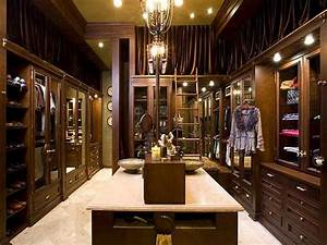 Ideas luxury modern walk in closet with large luxury for Luxury walk in closet