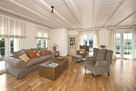 Interior Design Wohnzimmer by Wohnzimmer Ideen Landhaus Stil Mit Holz Deckenbalken