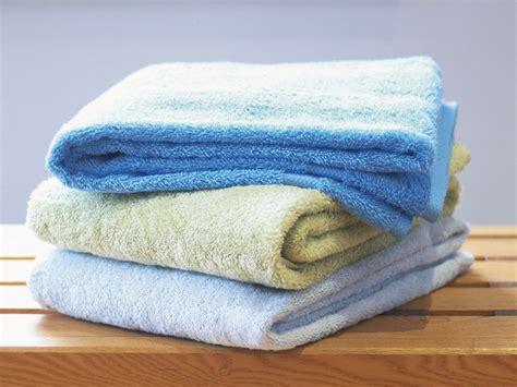 towel folding ideas for bathrooms folding towels
