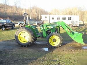 John Deere 5105 Tractor With 521 Loader  Only 208 Hours