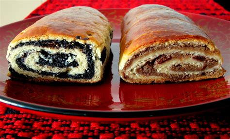 A sweet bread loaf which comes in its traditional cupola shape flavoured with raisins, candied. nut filled kolache recipe