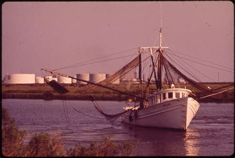 Shrimp Boat History by File Shrimp Boat With Petroleum Installation In