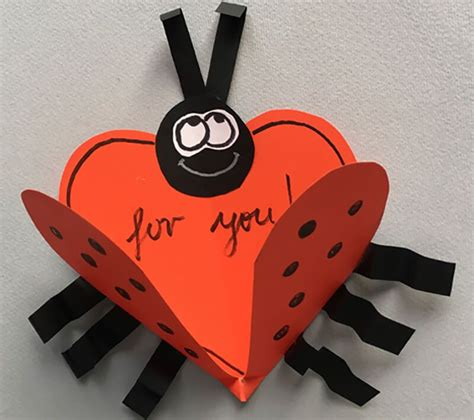 valentinka svoimi rukami iz bumagi  vide bozhey korovki