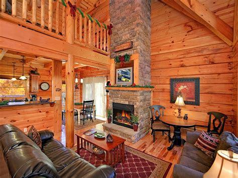 classic  bedroom luxury log cabin   baths  kings