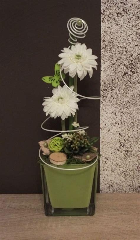 dekorieren mit kunstblumen tischdekoration tischgesteck gesteck fr 252 hling sommer gr 252 n wei 223 creative