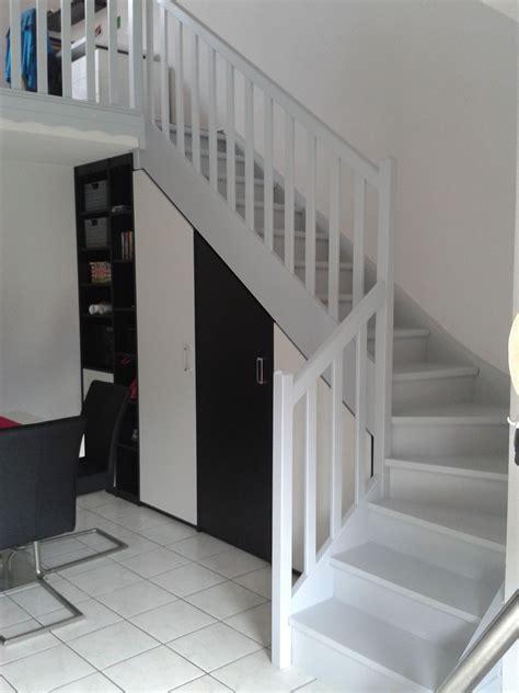 peindre  escalier en bois en  placard sous