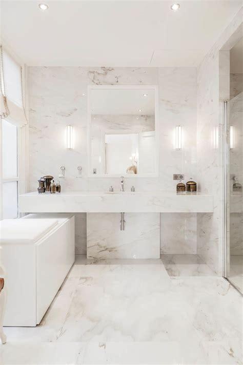 salle de l origine les 25 meilleures id 233 es de la cat 233 gorie salles de bains en marbre sur en