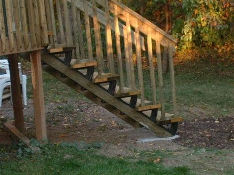 installing  deck stairs thumb  hammer