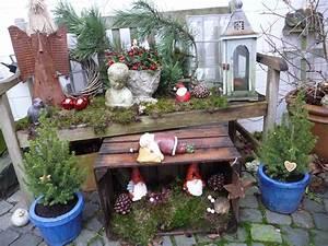 Lea Wohnen Und Dekorieren : gartenbank weihnachtlich dekoriert betonkuchen within dekorieren ~ Markanthonyermac.com Haus und Dekorationen