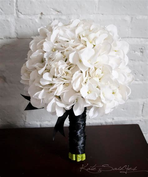 hydrangea bouquets white hydrangea wedding bouquet white and black hydrangea
