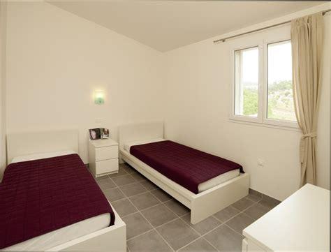 chambre deux lits chambre deco décoration chambre deux lits