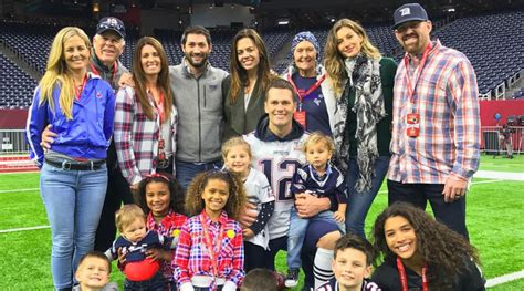 Look back at the sweetest snaps of tom, gisele and their family. Kevin Youkilis sneaks in Tom Brady family photo - Sports ...