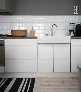 Moderne Fliesen Küche : weisse subway fliesen rechteckige in der kueche fliesen ~ A.2002-acura-tl-radio.info Haus und Dekorationen