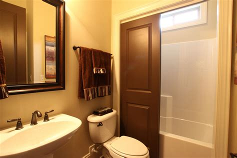 apt bathroom decorating ideas bathroom decorating ideas for comfortable bathroom cheap
