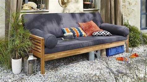 relooker un canapé en tissu relooker le mobilier de jardin en 4 leçons