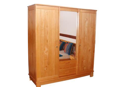 armoir de chambre les créations verni naturel hazovato madagascar