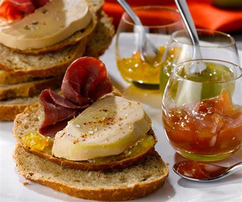 cuisiner le foie gras frais recette tartine de foie gras magret et chutneys