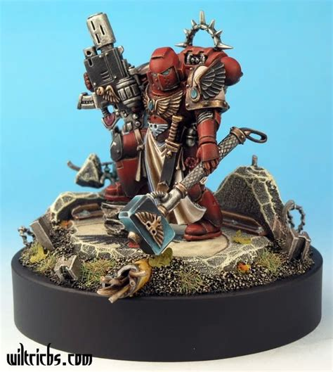 warhammer 40k space marine captain with iron halo thunder hammer and meltagun blood
