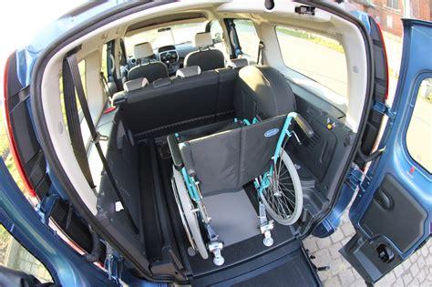voitures handicap 233 monospaces pour le transport d une personne en fauteuil roulant