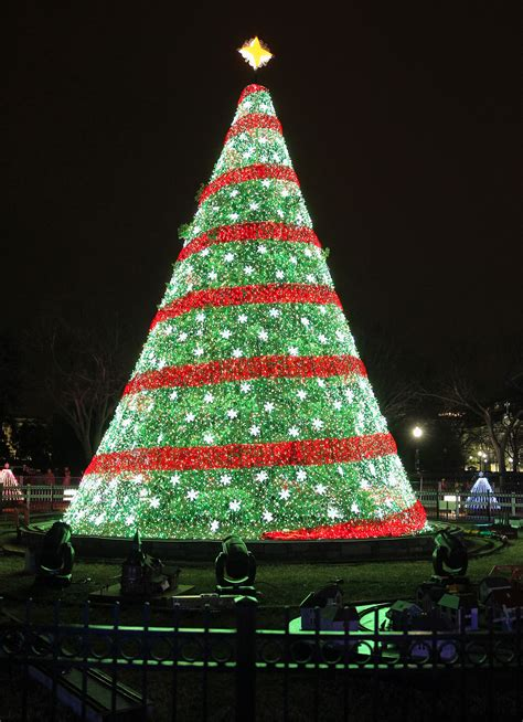 how to do christmas lights on trees ge led holiday lighting shines bright on the national