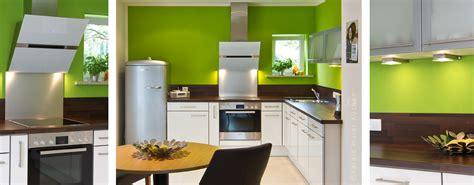 Grüne Wandfarbe Küche by Wir Renovieren Ihre K 252 Che Kleine Kueche