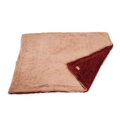 eviter griffes canapé plaid wush plaid pour chien et designed by lotte