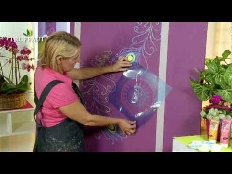 diy déco peindre au pochoir une fresque murale
