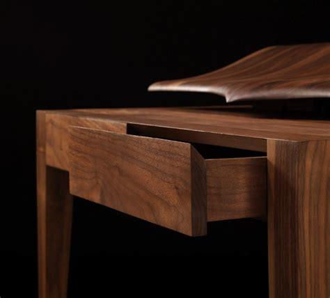 bureau bois foncé vous connaissez voltaire le bureau en bois chic et élégant