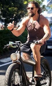 Jason Momoa enjoys customised bike on Surfers Paradise ...