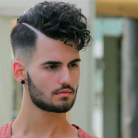 Men's Hairstyles: Low Fade Haircut Curly 2017 For Men With