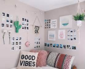 wall decorating ideas for bedrooms best 25 wall decor ideas on rooms bedroom and diy room decor