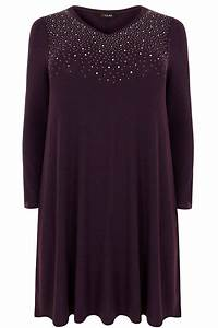 Brown Face Chart Blank Robe Mailles Fines Violette Avec Ornement Frontal Grandes