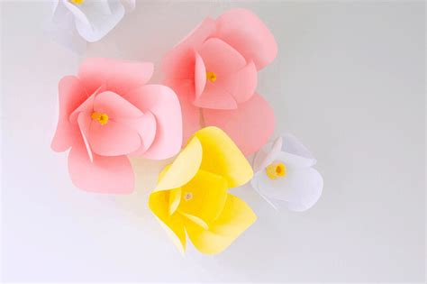 Learn these easy effective techniques to hanging large paper flowers. DIY Wall Decor - The Easiest DIY Paper Flowers - 5 Minutes ...