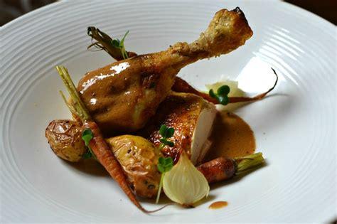 chapon cuisine chapon rôti au foie gras sauce quot albufera quot la recette