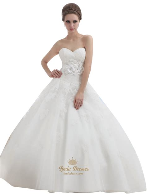 Ivory Ball Gown Lace Bodice Tulle Skirt Wedding Dress With