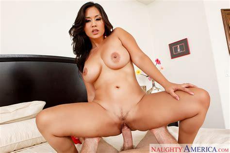 Jessica Bangkok And Jordan Ash In Housewife 1 On 1 Naughty